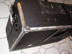 d6) Koffer mit Beschlägen