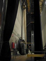 Hinterbühne rechts 70mm-Bildwand aufgerollt