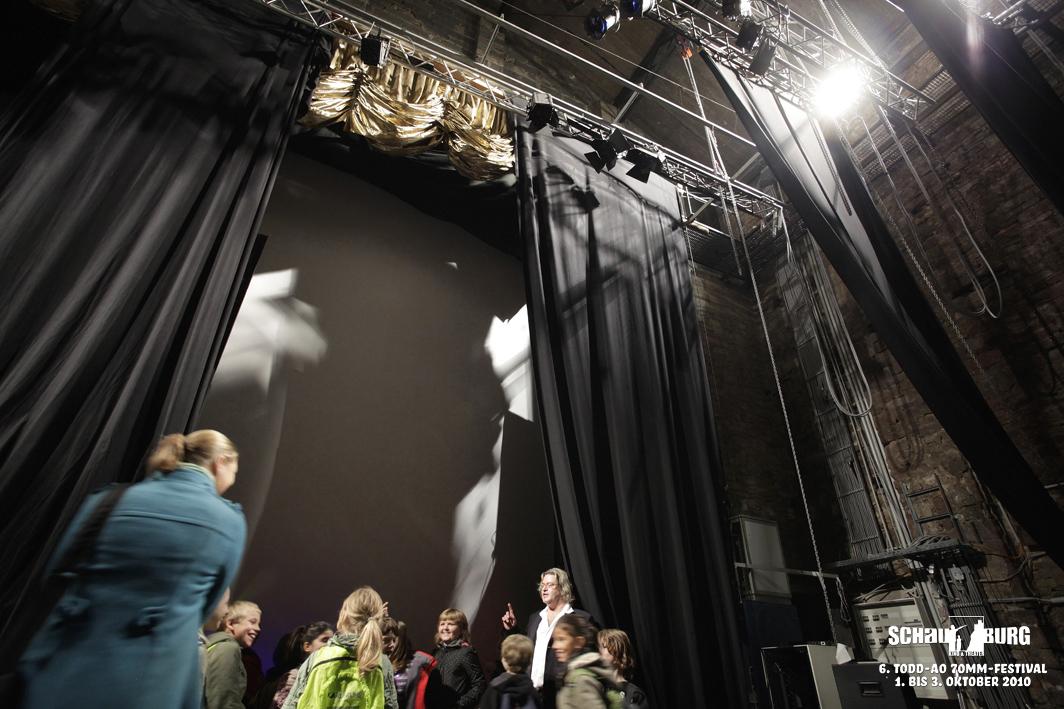 Auf der Bühne ... hinter der Bildwand