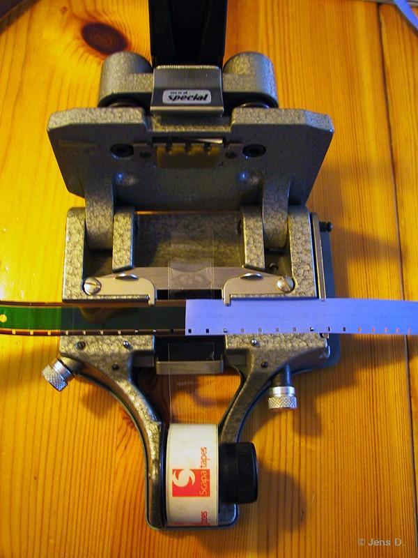 16mm-Klebepresse