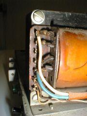 151 Philips VE1325-01 Seitenansicht Detail Ausgangsübertrager sekundär.jpg