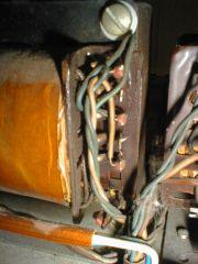 150 Philips VE1325-01 Seitenansicht Detail Ausgangsübertrager primär.jpg