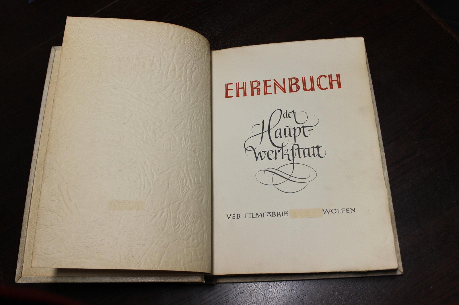Ehrenbuch der ZW der Filmfabrik Wolfen erste Seite.JPG